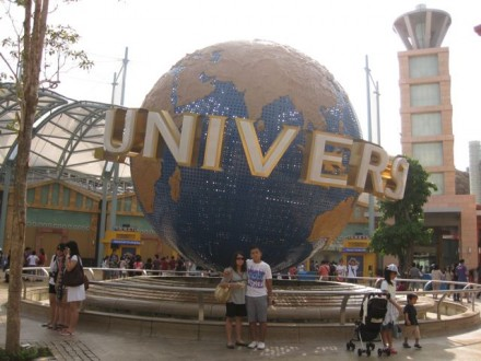 Universal Singapore Globe