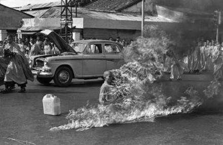 Biarawan Buddha Membakar Diri